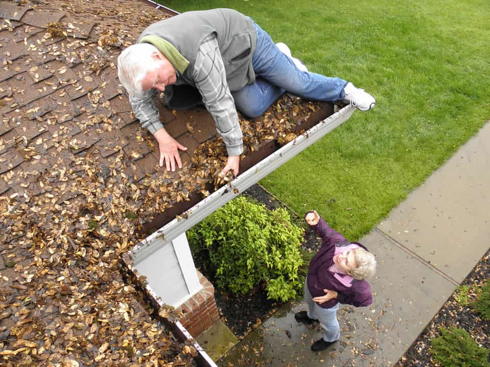 rain gutters cleaning and staying safe